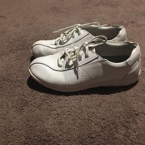 Leather size 8 nursing shoes
